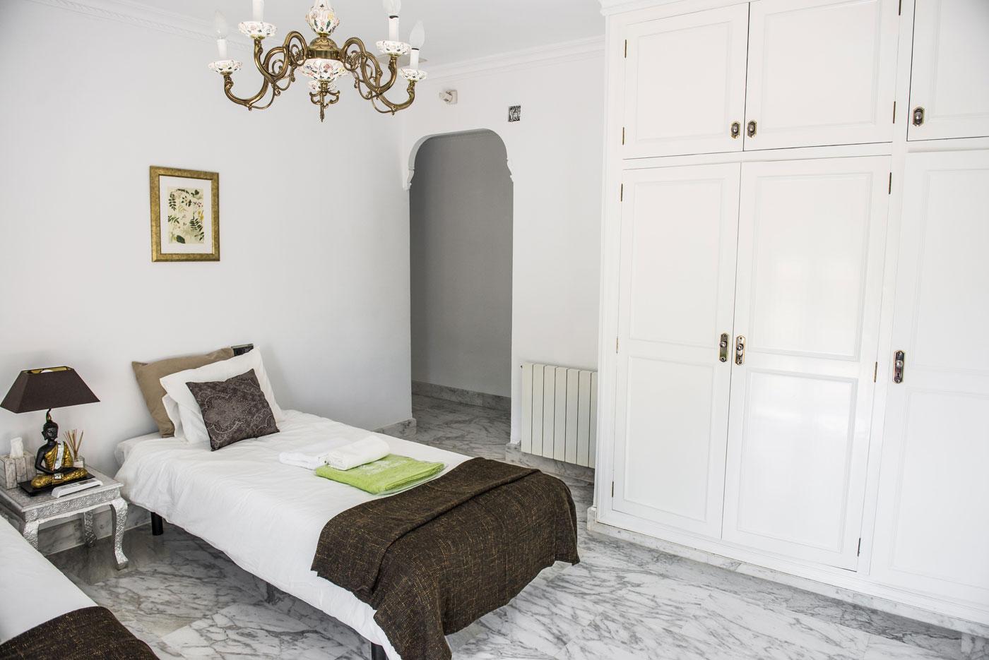 Room 2 LuxurYoga